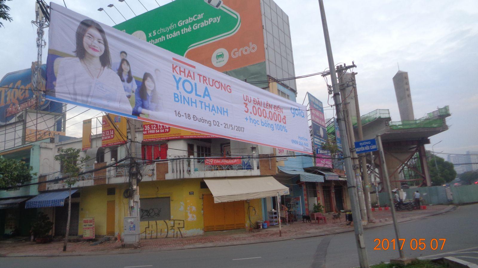 Treo băng rôn khai trương - Hình ảnh được chụp bởi NamVietAd.Com