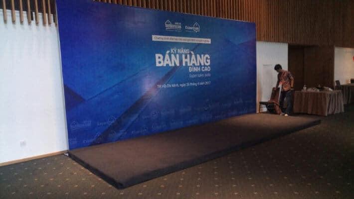 Thi công backdrop hội thảo - Hình ảnh được chụp bởi NamVietAd.Com