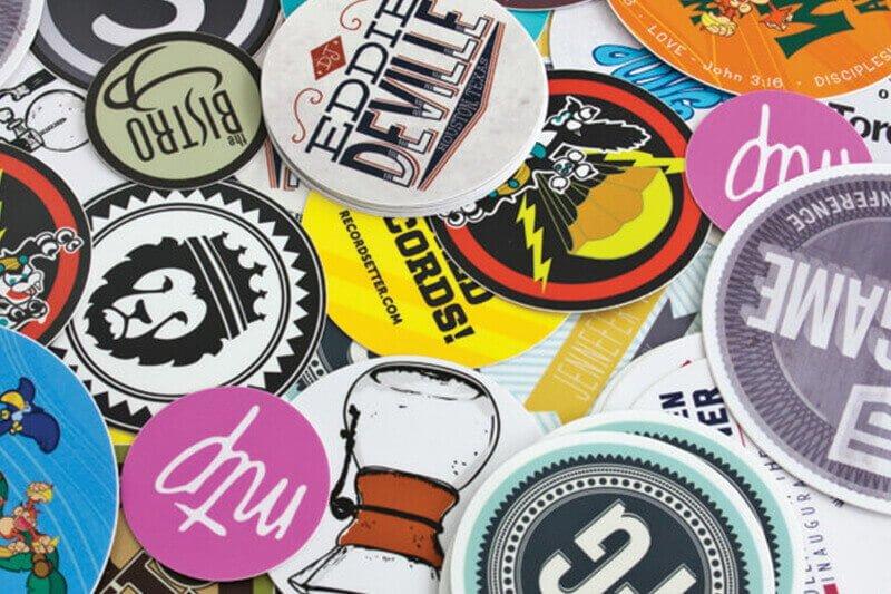Bảng giá in sticker theo yêu cầu - Hình ảnh được chụp bởi NamVietAd.Com