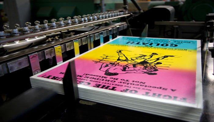 Máy in poster số lượng lớn - Hình ảnh được chụp bởi NamVietAd.Com