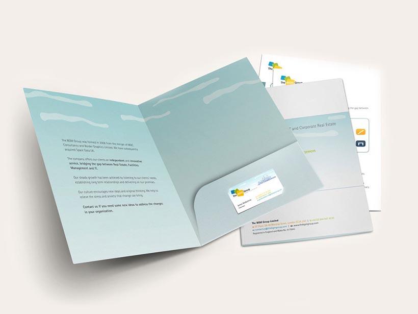 Mẫu Folder gồm ngăn đựng card visit hoặc CD - Hình ảnh được chụp bởi NamVietAd.Com