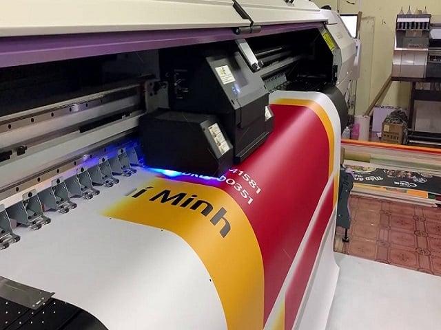 Bạt được in bằng máy UV hàn quốc - Hình ảnh được chụp bởi NamVietAd.Com
