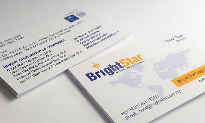 Dùng name card đem đến cho bạn sự tiện lợi khi xã giao – Hình ảnh được chụp bởi NamVietAd.Com