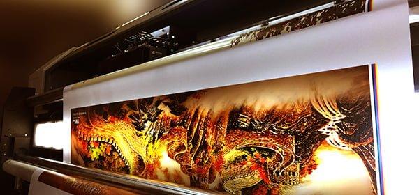 In UV cuộn trên chất liệu Tranh Dán Tường - Hình ảnh được chụp bởi NamVietAd.Com