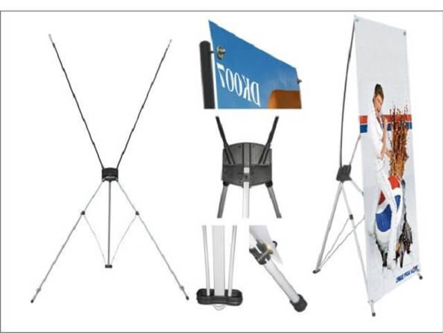 Các nhà quảng cáo ngày nay thường chọn standee X nhôm làm khung đỡ cho banner.