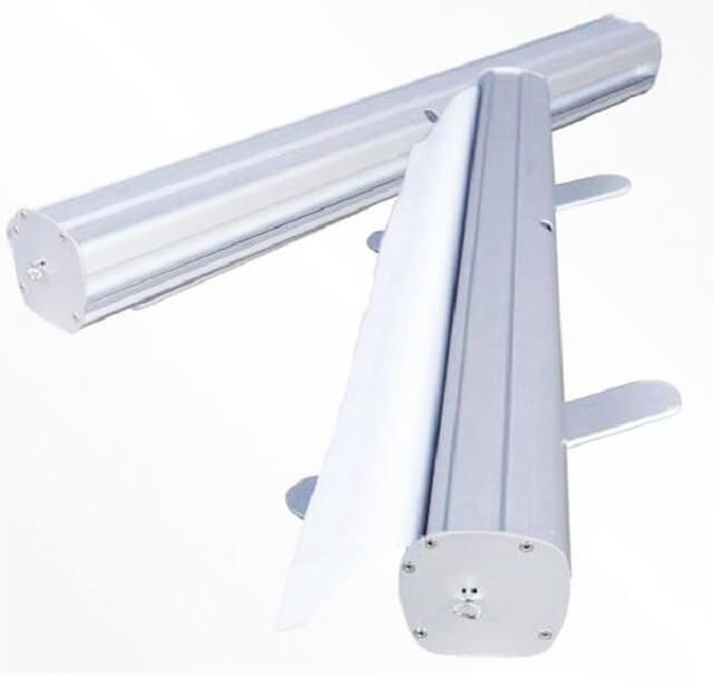 Standee Cuốn Nhôm Thường 80x200cm có kết cấu đơn giản, linh hoạt.